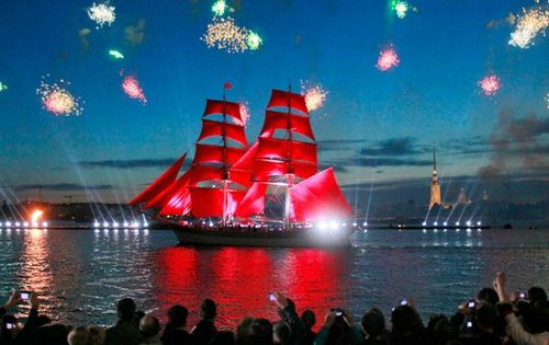 Russia-beautiful-red-sailing-1-1308558586